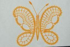 Papillon...vole... - Les dentelles aux fuseaux de Cosette Bobbin Lace Patterns, Crochet Butterfly, Lace Heart, Lace Jewelry, Lace Detail, Beads, Gold, Macrame, Butterfly