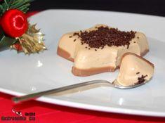 Desde que vimos esta receta de Iscariote, no hemos podido dejar de pensar en hacer nuestra Tarta de turrón y chocolate, nos presentó una imagen tan sugerente y una elaboración tan sencilla, que era imposible resistirse a probarla.La Tarta de turrón es además una de esas recetas dulces obligadas a instalarse en el recetario personal, sea para Navidad o fuera de ella. Es un postre bastante calórico y nutritivo, nata, leche, chocolate, almendras…, pero tomando una porción moderada, no hay por…