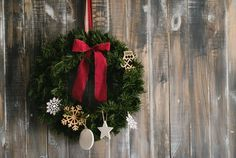 Spread good cheer with Christmas door wreath - http://grannystips.com/spread-good-cheer-christmas-door-wreath/