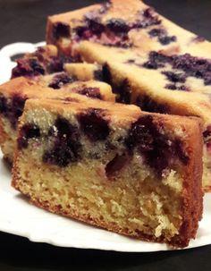 Fruitcake met bosbessen en aardbeien