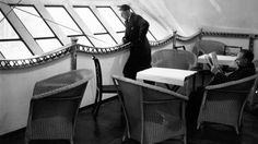 Passengers in the observation car and lounge aboard the airship R-100, complete with awesome Lloyd Loom wicker dining chairs. November 1929. Source: J. Gaiger/Topical Press Agency/Getty Images