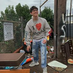 How on earth can Bajinjo look good with trash around him? Pretty Much Band, Brandon Arreaga, Do Men, Song Artists, Celebs, Celebrities, Best Dad, Wall Collage, Pretty Boys