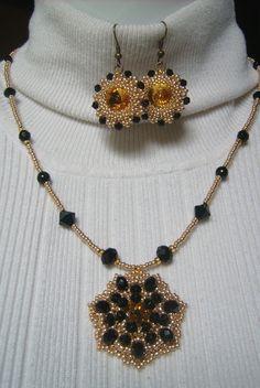 Arany és fekete színű ékszer szett, topáz sárga kristállyal. Ára: 2390.-Ft.