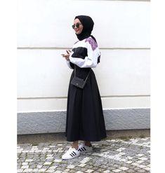 Muslim Fashion, Modest Fashion, Hijab Fashion, Trendy Fashion, Fashion Dresses, Womens Fashion, Hijab Elegante, Hijab Chic, Hijab Skirt