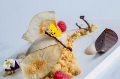 Tarta de frutos secos y polenta con helado de pera asada con crema de mandarinas y castañas