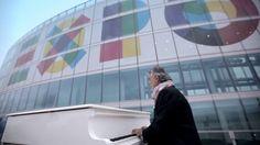"""La colonna sonora, o meglio l'inno di Expo 2015 Milano è la canzone """"La forza del sorriso"""" (2014) cantata da Andrea Bocelli, ripreso mentre suona un pianoforte bianco al 39esimo piano del Palazzo della Regione Lombardia"""