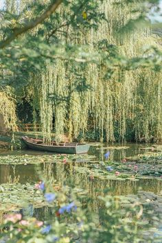 Monet's Garden in Giverny, France. Nature Aesthetic, Travel Aesthetic, Purple Aesthetic, Aesthetic Sense, Flower Aesthetic, Aesthetic Vintage, Belle Photo, Aesthetic Wallpapers, Aesthetic Pictures