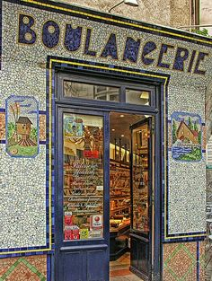Le Marais: rue des rosiers - 4 ar./ best place to have a piece of cheesecake