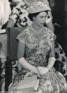 Lovely Queen Elizabeth DATE:1956 D:Queen Elizabeth in summer dress /original photo