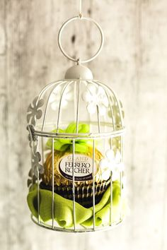 Spring for Spring with Ferrero Rocher (for other DIY ideas visit the … - DIY Christmas Decoration 90th Birthday, Unicorn Birthday Parties, Chocolates Ferrero Rocher, Sweet Table Wedding, Parisian Party, Sweet Trees, Chocolate Bouquet, Candy Bouquet, Ideas Para Fiestas