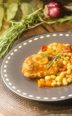 osso-buco-haricots-blancs Risotto, Ethnic Recipes, Food, Pork Roast, Cherry Tomatoes, Meat, Diabetic Recipes, Essen, Meals