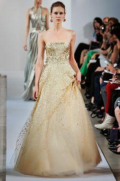 Oscar de la Renta Resort 2013 Fashion Show - Marike Le Roux Love Fashion, Runway Fashion, Fashion Show, Beautiful Gowns, Beautiful Outfits, Nice Dresses, Formal Dresses, Wedding Dresses, Rich Girls