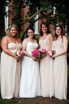 Bridesmaids : blush dresses, pink bouquets