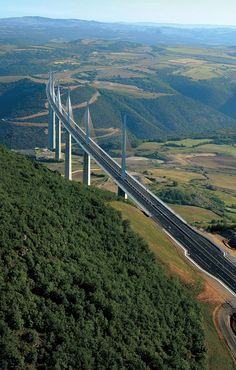 Millau Viaduct Located in southern France, the bridge completes a hitherto… Beautiful Roads, Beautiful Places, Places To Travel, Places To See, Ing Civil, Nature Photography, Travel Photography, Bridge Construction, Ville France