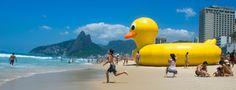 Ana Schlimovich - Me Rio de Janeiro   Todos alguna vez nos enamoramos de alguna ciudad a la que fuimos de vacaciones y sentimos el impulso de quedarnos a vivir ahi. La mayoría de las veces eso queda ahí en esa idea romántica pero hay algunos (o algunas) valientes que se animan y se dedican a vivir el sueño. Algo de eso hay en la historia de Ana Scchlimovich argentina cronista de viajes y fotógrafa que desde el 2007 vive en Rio de Janeiro y desde allí escribe algunas notas de viaje para el…
