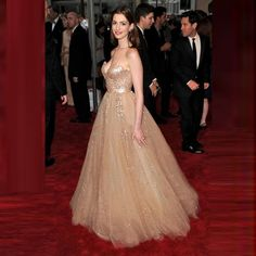 Anne Hathaway Red Carpet Celebrity Dresses 2016 Sweetheart Sleeveless Gold Sequined Sparkly Long Evening Dresses Formal Gowns