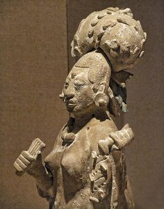 Closeup of a Figurine of an aristocratic lady Late Classic Maya Jaina style Campeche or Yucatan         Mexico 650-800 CE Ceramic and     pigment    Art Institute of Chicago