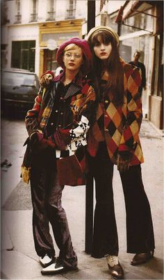 Jaime Rishar and Michelle Hicks by Vogue Italia 1993 60s And 70s Fashion, 70s Inspired Fashion, Look Fashion, Retro Fashion, High Fashion, Vintage Fashion, Seventies Fashion, 70s Outfits, Vintage Outfits