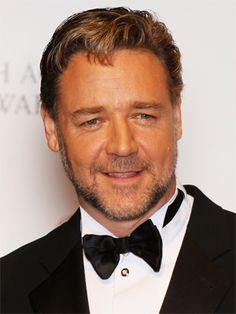 Russell Crowe tiene fama de malhumorado, en 2005 le arrojó su celular a un empleado de un hotel de Manhattan, y acabó detenido.