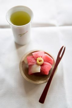 Japanese sweets and green tea, created and photographed by Emi Uchida makes me want to be in Japan right now! Japanese Sweets, Japanese Wagashi, Japanese Food Art, Japanese Candy, Desserts Japonais, Japon Tokyo, Japanese Tea Ceremony, Asian Desserts, Everyday Food