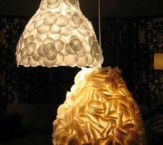Felted Ikea Luce - Infine, Kate da disegno * spugna utilizzata la stessa Ikea luce come sopra per creare questi stravagante lampadario. Il feltro è stato semplicemente tagliati in forme richieste, e poi colla a caldo sparato sulla superficie.