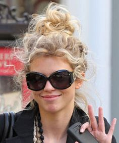 Curly Hairstyles from AnnaLynn McCord -- Get inspired to switch up your usual curly look with these four simple hairstyles from celebrity AnnaLynne McCord. #curlyhairstyles #curlyhair http://www.naturallycurly.com/curlreading/curly-hair/realbeauty-hot-ideas-for-your-hair-type