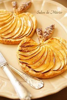 Tartelettes de pommes en forme de pommes ! Un très joli dessert d'automne.