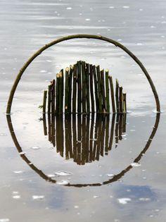 un-artiste-utilise-le-reflet-de-leau-et-la-lumiere-pour-creer-des-oeuvres-symetriques-hypnotisantes20