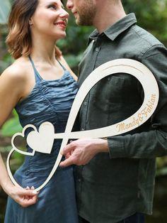 Dieses einzigartige Unendlichkeitszeichen für verliebte Paare ist das perfekte Geschenk für deine(n) Liebste(n). Individuell personalisiert mit euren Namen.