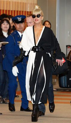 Coco Pop: Stars Clad in Chanel Lady Gaga Outfits, Lady Gaga Fashion, Chanel Cruise, Couture Details, Iconic Women, Victoria Dress, Queen, Red Carpet Dresses, Celebs
