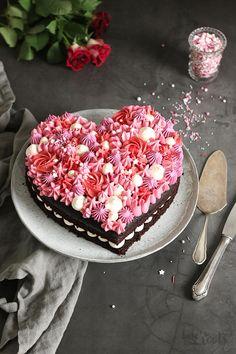 Valentine's Day Chocolate Heart Cake Valentines Baking, Valentines Day Chocolates, Valentines Day Cakes, Valentine Chocolate, Chocolate Hearts, Valentine Ideas, Chocolate Cake, Crazy Cakes, Heart Cakes