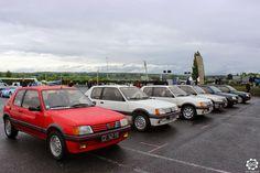 Alignement de #Peugeot #205 #GTI à #Magny_Cours pour les #Classic_Days. Article original : http://newsdanciennes.com/2015/05/03/grand-format-news-danciennes-aux-classic-days-2015/ Issu de l'article : Grand Format : News d'Anciennes aux Classic Days 2015 #ClassicCar #Voiture #Ancienne