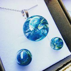 🛑 Colecție nouă⚠️ Set de bijuterii in tonuri azurii, cu plante naturale atent lucrate într-un glob de sticla, turnate în rășină!…