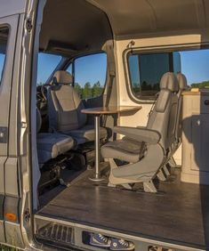 55 Amazing Interior Design Ideas For Camper Van Mercedes Sprinter Camper, Benz Sprinter, Sprinter Van Conversion, Camper Van Conversion Diy, Container House Design, Tiny House Design, Camper Furniture, Vw Crafter, Best Home Interior Design