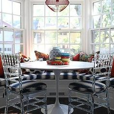 Bay Window Banquette - Design photos, ideas and inspiration. Amazing gallery of interior design and decorating ideas of Bay Window Banquette in dining rooms, kitchens by elite interior designers. Kitchen Banquette, Banquette Seating, Dining Nook, Kitchen Nook, New Kitchen, Kitchen Seating, Nook Table, Kitchen Interior, Kitchen Design