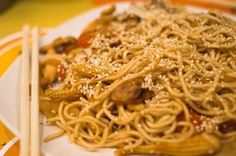 Spring Rolls, Stir Fry, Noodles, Fries, Spaghetti, Food And Drink, Pasta, Ethnic Recipes, Macaroni