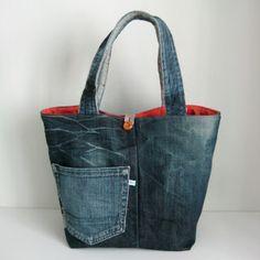 Leuke tas van een oude spijkerbroek.