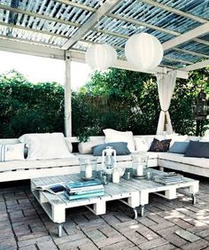 Small patio ideas and tips for decorating a small patio, from choosing and arranging furnishings to what to look for in garden plants.  #PatioIdeas #SmallPatio #PatioOnBudget