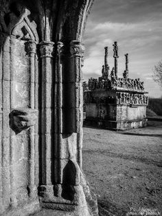 balade du côté de Tronoën : la chapelle et le calvaire  - à Saint Jean Trolimon  © Paul Kerrien 2018 https://en-photo.fr Finistère Bretagne bigouden