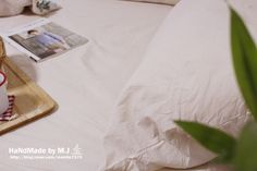 전에 만든 침대커버 색이 약간 바래 오랜만에 침대커버를 만들어 교체해주었어요 좋아하는 린넨원단으로 만...