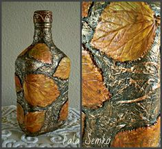 23 Clever DIY Christmas Decoration Ideas By Crafty Panda Glass Bottle Crafts, Wine Bottle Art, Painted Wine Bottles, Diy Bottle, Bottles And Jars, Glass Bottles, Clay Crafts, Diy And Crafts, Jar Art