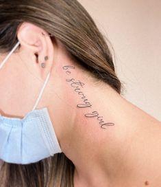 Tatuagem escrita minimalista: Muitas ideias para você! - Blog Tattoo2me Strong Girls, Tattoo Quotes, Tattoos, Blog, Tattoo Script, Delicate Tattoo, Ideas, Close Up, Minimalist
