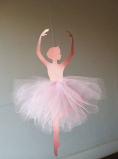 bailarinas Ideas and Images Ballerina Party Decorations, Ballerina Birthday Parties, Diy Arts And Crafts, Paper Crafts, Diy Crafts, Tulle Pompoms, Ballerina Centerpiece, Diy For Kids, Crafts For Kids