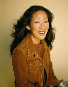 Sandra Oh posters - Size: 12 x 17 inch, 18 x 24 inch, 24 x 32 inch Celebrity Smiles, Celebrity Crush, Pretty People, Beautiful People, Sandra Oh, Movie Shots, Jodie Comer, Famous Girls, Interesting Faces