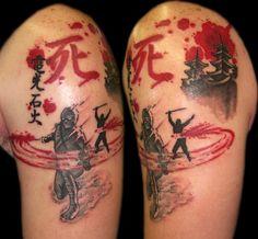 上腕に忍者の戦いと漢字記号入れ墨パゴダ寺院