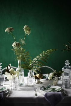 Vivid, emerald greens continue to shine this fall. We recommend our Autumn Fern KM5093. #PaintColors #Fall #Dinigroom