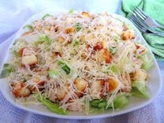 """салат """"Цезарь"""" Calorie Intake, Grubs, Food Photo, Cabbage, Avocado, Good Food, Food And Drink, Cooking Recipes, Dishes"""
