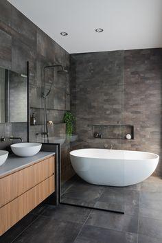 Wet Room With Bath, Wet Room Bathroom, Wet Room Shower, Big Bathrooms, Bathroom Layout, Bathroom Tapware, Walk In Shower Bath, Freestanding Bath With Shower, Small Wet Room