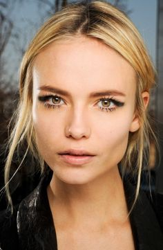Smudged cat-eye, flirty lashes, and a neutral lip