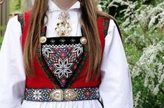 Hardanger bunad, detalj Hardanger Embroidery, Folk Embroidery, Folk Costume, Costumes, Diy Craft Projects, Traditional Outfits, Cross Stitching, Iceland, Norway